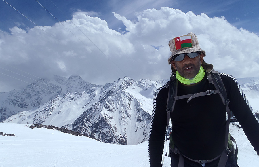 mt-elbrus-arab-adventurer